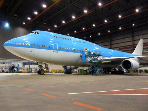 aircraft servicing hangar